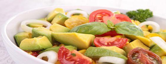 salada de abacate e tomates
