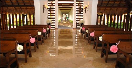 San Valentín Chapel. Just for catholic ceremonies; for the bridal path is with extra charge