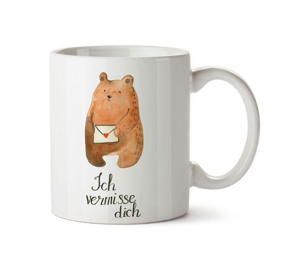 Tasse Bär Ich vermisse dich aus Keramik  Weiß - Das Original von Mr. & Mrs. Panda.  Eine wunderschöne spülmaschinenfeste Keramiktasse (bis zu 2000 Waschgänge!!!) aus dem Hause Mr. & Mrs. Panda, liebevoll verziert mit handentworfenen Sprüchen, Motiven und Zeichnungen. Unsere Tassen sind immer ein besonders liebevolles und einzigartiges Geschenk. Jede Tasse wird von Mrs. Panda entworfen und in liebevoller Arbeit in unserer Manufaktur in Norddeutschland gefertigt.     Über unser Motiv Bär Ich…