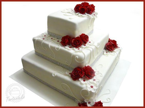 Eckige hochzeitstorte mit rosen in bordeaux torten for Pinterest kuchen