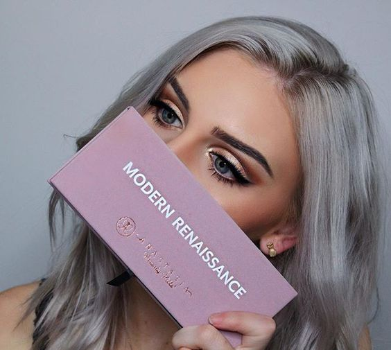 My new favorite @anastasiabeverlyhills  Modern Renaissance Eye shadow Pallet. Not only are the colors amazing, but the quality!! I'm seriously so obsessed. ✨ • • #anastasiabeverlyhills #anastasiabrows #dipbrow #dipbrowpomade #modernrenaissance #norvina #shimycatsmua #wakeupandmakeup #brian_champagne #makeupartist #makeup #makeupjunkie #makeupaddict #brows #vegas_nay #tartecosmetics #dodolashes #beauty #blogger #beautyblog #glowkit #abh #fiercesociety #talkthatmakeup