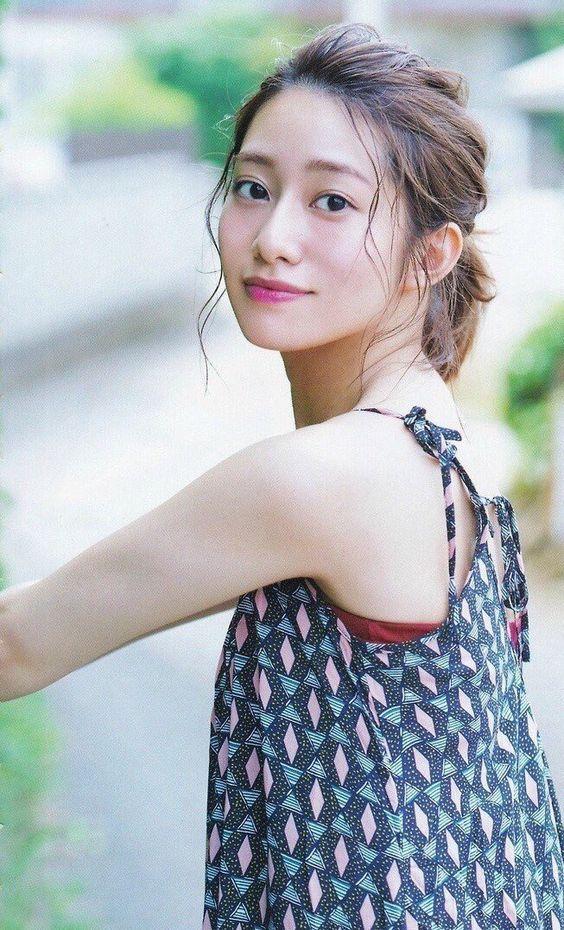 振り返る桜井玲香のかわいい画像