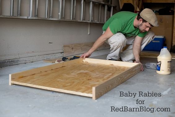 diy dog bed from upcycled crib mattress red barn blog projects pinterest red barns dog. Black Bedroom Furniture Sets. Home Design Ideas