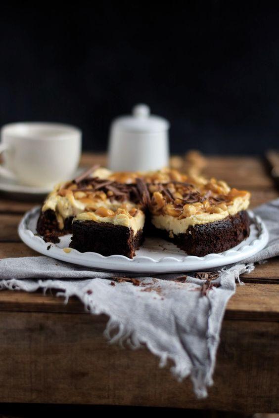 Schokokuchen (glutenfrei) mit Erdnusscreme und Karamell - Glutenfree Chocolate Cake with Caramel and Peanuts   Das Knusperstübchen