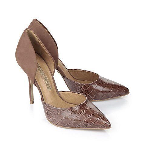 Edle Pumps aus braunem Veloursleder mit dekorativer Reptil-Optik auf dem Blatt, einem seitlichen Ausschnitt und einer weich gepolsterten Innensohle. TIPP: Dieser Schuh ist vorne schmal geschnitten.