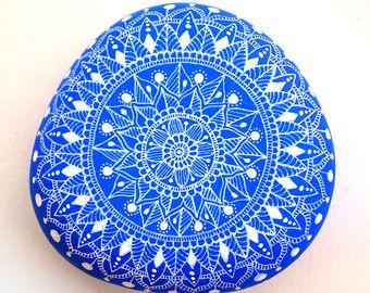 Flores de piedra pintados a mano / Set de 7 por ISassiDellAdriatico
