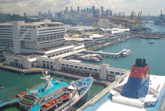 Der größte Hafen der Welt ist in Singapur zu finden.