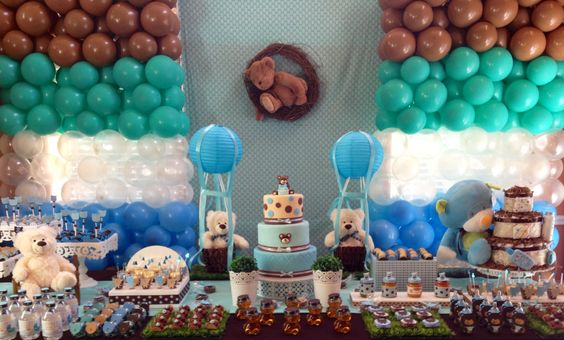Lovely bear baby shower decoration.