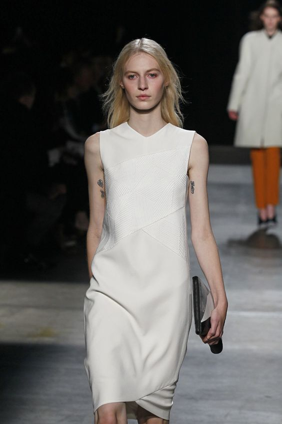MINIMALIST: look closely - this #NarcisoRodriguez dress actually is quite complex. But it still feels simple and fresh.