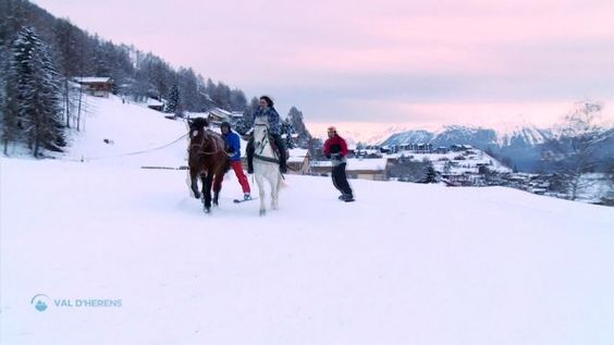 """Cette semaine, """"la Télé"""" (télévision régionale VD/FR) s'est intéressée aux sentiers raquettes de St-Martin et au Ski-joëring à Nax. Découvrez son émission Oxygène ci-dessous: http://www.latele.ch/oxygene"""