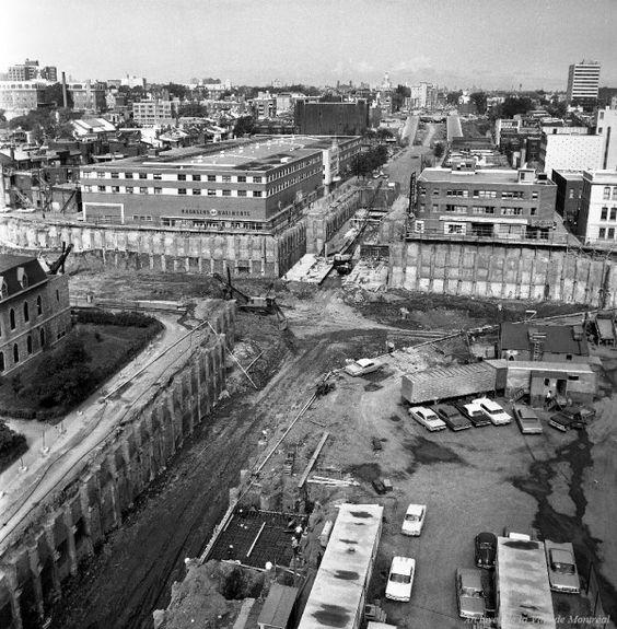 Chronique Montréalité no 31 : La construction du métro // Construction de la station Berri-De Montigny sur la rue Berri, 19 août 1964