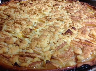 Einfach zu backen und schmeckt fast jedem: Apfel-Streuselkuchen.  Das Rezept findet ihr auf meinem Blog!