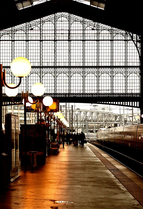 paris trains and train station on pinterest. Black Bedroom Furniture Sets. Home Design Ideas