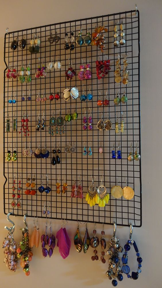Jewellery rack for 50 earrings - made from oven cooling rack and S hooks