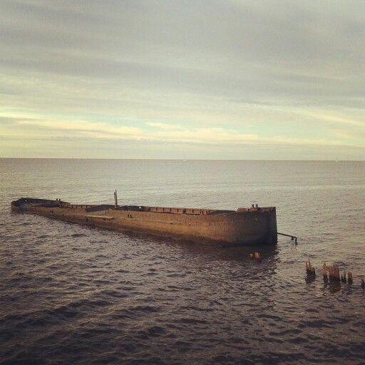 boat barco viejo old rio river hundido costaneranorte argentina buenosaires