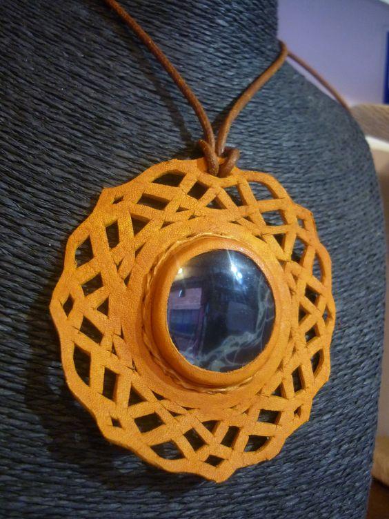 dije calado en cuero diseño celta amarillo con obsidiana telaraña  leather collars stone Semi Precious Gemstones