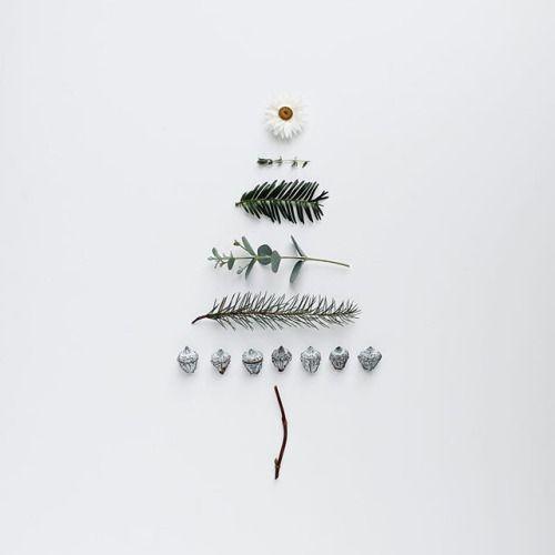 Minimalist christmas christmas trees and tree art on for Minimalist christmas