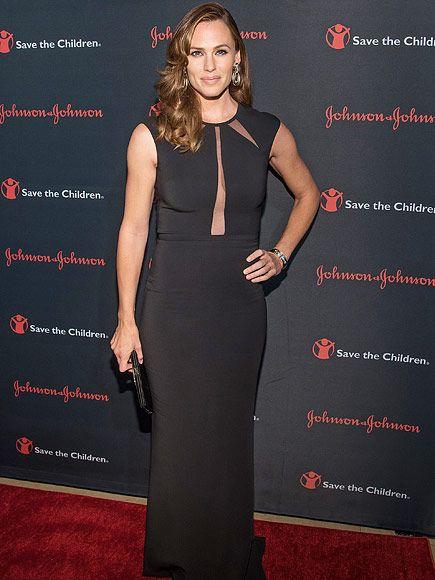 Jennifer Garner Stuns at N.Y.C. Gala – with a Big Hug for Brad Paisley  Music News, Brad Paisley, Jennifer Garner