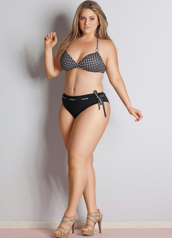 Curves in lingerie - Carla Manso