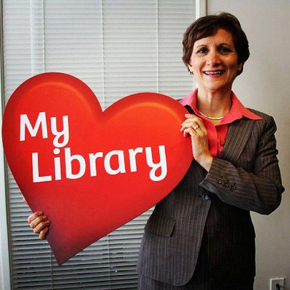 Congresswoman Suzanne Bonamici displaying #library love
