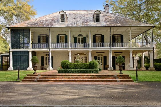 Plantation homes porches and the porch on pinterest for Home builders in shreveport la