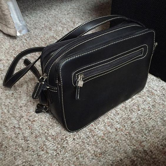 Liz Claiborne black purse {•} Several pockets Liz Claiborne Bags Shoulder Bags