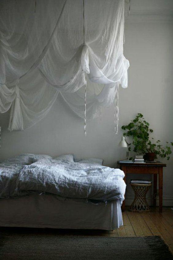 baldachin bed
