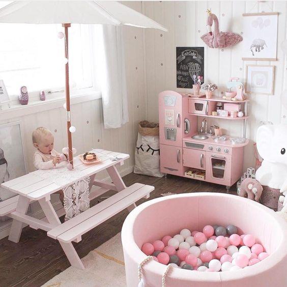 Decoracion Para Cuarto De Juegos De Nina En Tonos Rosados Y Blanco Decoraciones De Cuartos Diseno De Habitacion De Ninos Decoracion De Unas