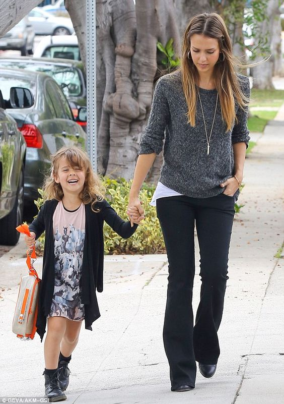 Working mom Jessica Alba still manages to look stylish on the go in LA | Mail Online