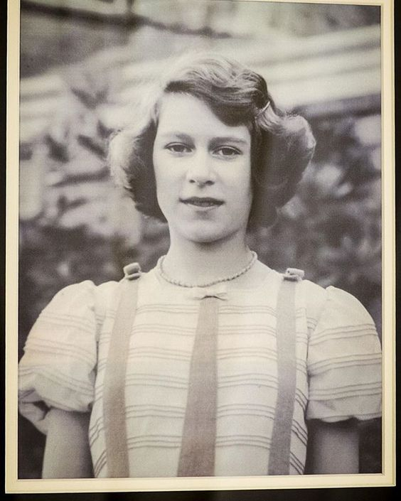 Why Was This Photo Of A Teenage Queen Elizabeth II Kept Hidden For 77 Years? - A rare photograph of Queen Elizabeth II has surfaced some 77 years after it was taken. People reports that the black-and-white photo was presented to Prince Charles by the Send a Cow charity in Bath, England.