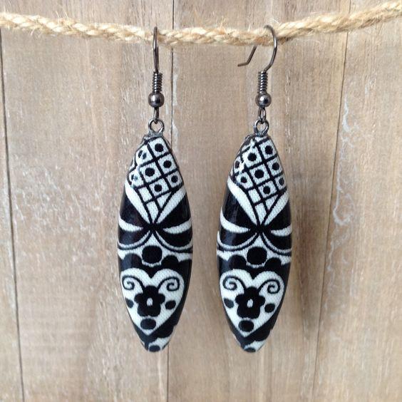 Boucles d'oreilles tissu scandinave ,pendantes en tissu tons crème et noir…