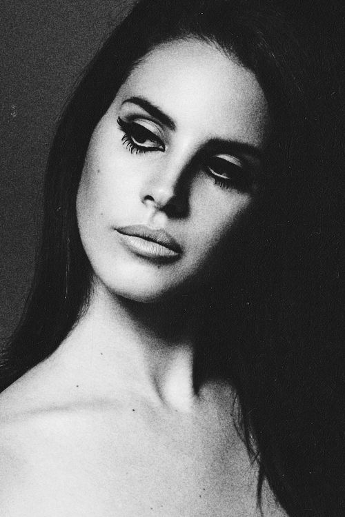 Lana Del Rey, cut crease perfection.