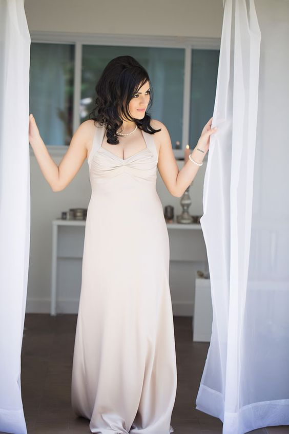 Bridal Photos | PHOTO SOURCE • MARI HARSAN PHOTOGRAPHY | Featured on WedLoft