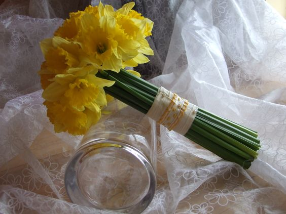 31/03/12 - Bridesmaids bouquet (Kinvara Flowers) for daffodil inspired wedding