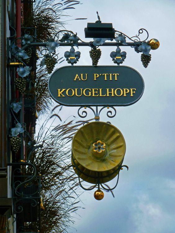 In etwa 50 Fahrminuten über nette Landstraßen sind sie in Weißenburg im Nord-Elsaß angekommen. Die mittelalterliche Altstadt bietet ganz typische  Restaurants. http://www.hotel-am-sophienpark.de/