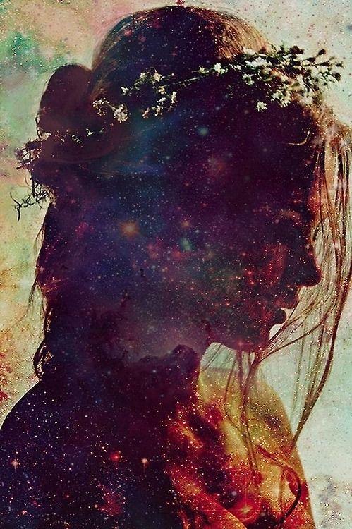 Describa sus tristezas y sus anhelos, sus pensamientos fugaces y su fe en algo bello; y dígalo todo con íntima, callada y humilde sinceridad. Valiéndose, para expresarse, de las cosas que lo rodean. De las imágenes que pueblan sus sueños. Y de todo cuanto vive en el recuerdo... Rainer Maria Rilke (Poeta Checo):