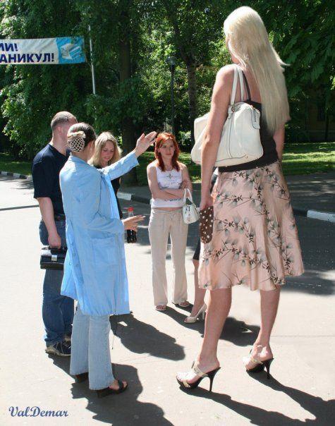 МАКРОФИЛИЯ - очарование или сексуална фантазия, включваща гиганти (отнасящи се до мъже) или гиантеси (женски гиганти).  Фантастиката обикновено се основава на едно или повече по-големи същества, доминиращи по-малко същество.  Много фантазии включват макрофил, свиващ се преди нормален мъж или жена или поддържане на нормалната си височина, докато партньорът расте.  Други включват партньори, които естествено имат значителна разлика в размера.