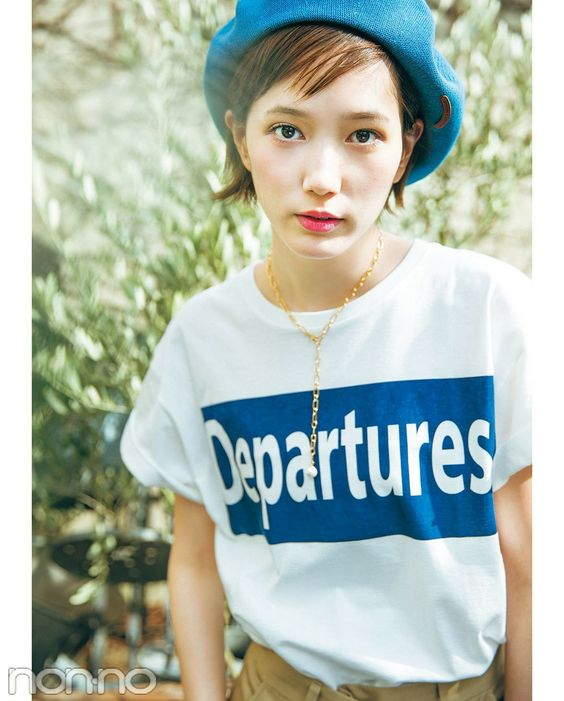 青い帽子の本田翼