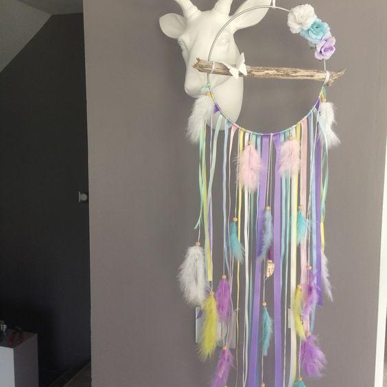Attrape rêves pastel en bois flotté, plumes et roses en tissu : Décorations…