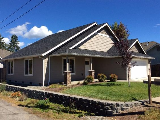 1368 Redwood Circle, Grants Pass, OR 97527