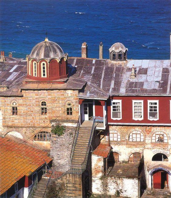 Το αρχονταρίκι με το παρεκκλήσιο του Αποστόλου Ανδρέου - The guest-house with the chapel of St Andrew