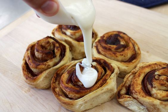 The Easiest Bacon Cinnamon Rolls Ever | Best Breakfast Treat for the Family! by Homemade Recipes at http://homemaderecipes.com/bacon-cinnamon-rolls/