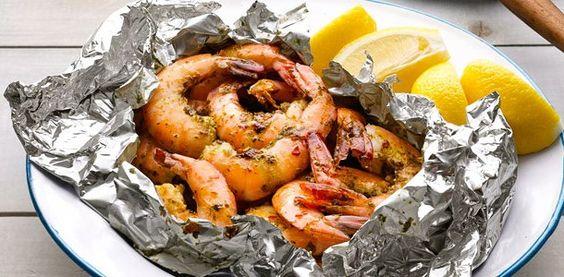 Grillen, Grillen, Grillen - endlich! :-)    In Folie gegrillte Riesengarnelen für BBQ Grill:  http://www.pures-geniessen.com/rezepte/sommer-barbecue-grill/in-folie-gegrillte-riesengarnelen-bbq-grill.html