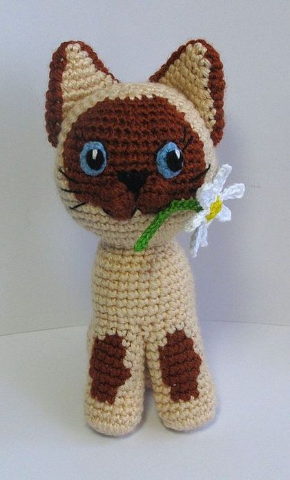 Amigurumi Flower Crochet Pattern : Amigurumi Cat with Flower - Free Crochet Pattern - Crochet ...