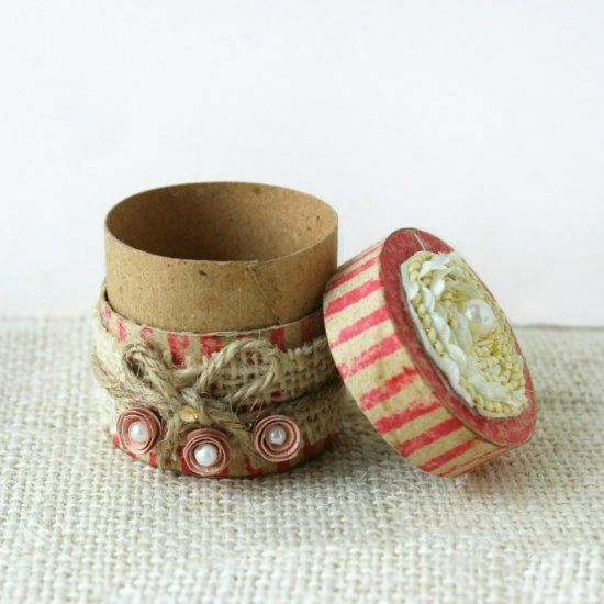 This vintage gift box is made out of toilet paper roll. Check out the tutorial!: