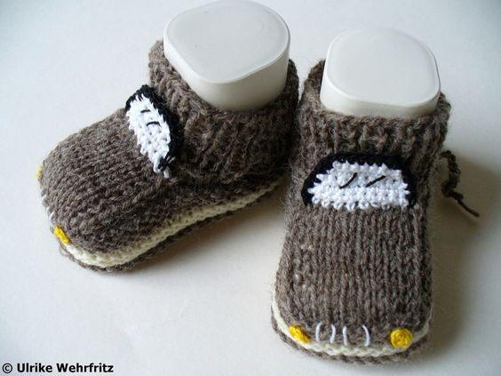 Die Babyschuhe sind aus Sockenwolle gehäkelt. Also auch im Sommer und ohne Socken warme Füßchen!   Die Sohlenlänge beträgt ca. 9,5 cm (ist aber n...
