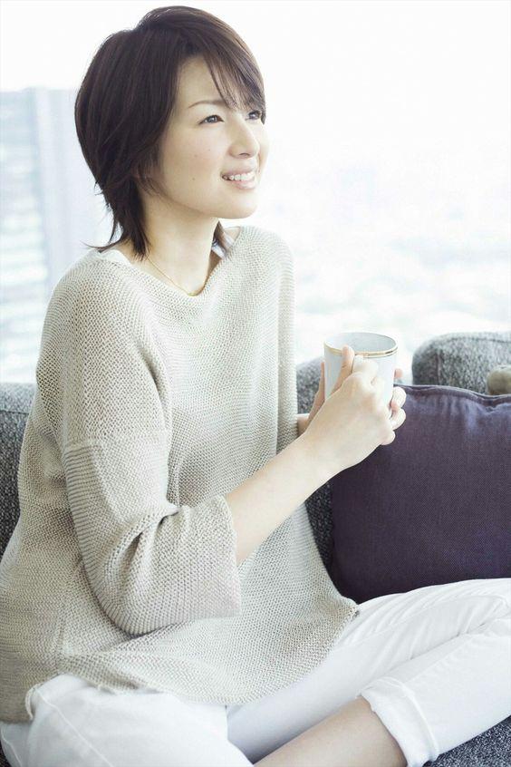 吉瀬美智子の白パンツスタイル