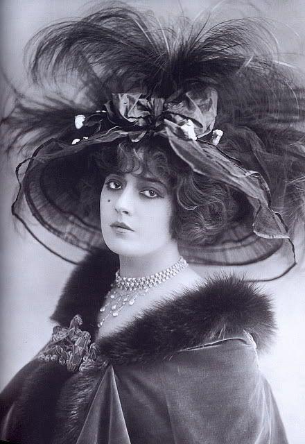 French actress Geneviève Lantelme (1887-1911):