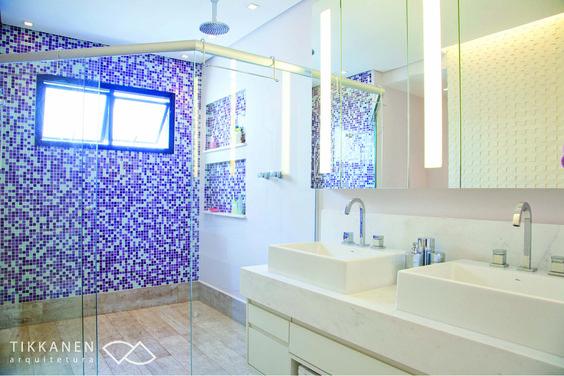 Projeto: arquitetas Taina Tikkanen e Patrícia Casari Colaboração: arqª Marcela Turíbio Fotos: Carol Coelho Marcenaria : BRASMAR #banheiro #gabinete #armário #espelho