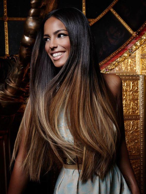 Von+schwarz+zu+gold+-+eine+sehr+gelungener+Farbverlauf+von+Great+Length.+Die+langen+Haare+bringen+den+Verlauf+perfekt+in+Geltung.+Auch+im+Jahr+2015+liegt+ihr+mit+Ombre-Hair+absolut+richtig!